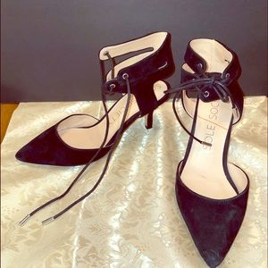 Pointed toe, crisscross tie at ankle 3 inch heels
